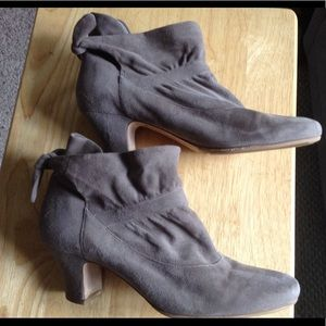 Boutique 9 Taupe/gGray Suede Ankle Boots Size 11